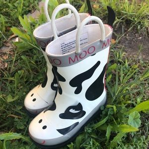 Other - 🐮SUPER CUTE RAIN BOOTS🐮